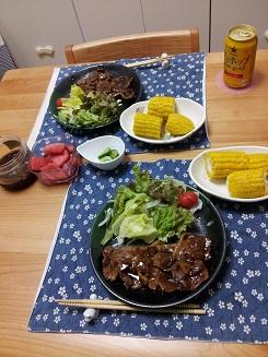 夕飯(トンテキ&トウモロコシ)