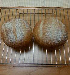 材料少な目の手作りパン