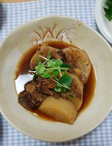 魚の缶詰で大根の煮物