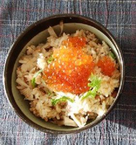 簡単!鮭の炊き込みご飯(イクラのせ)
