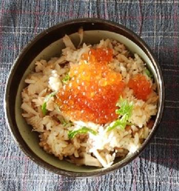 """鮭の炊き込みご飯の簡単レシピ!イクラをのせれば""""おもてなし料理"""""""